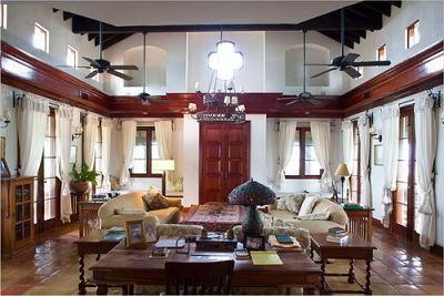 Phòng khách phong cách Mexico sang trọng