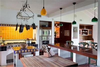 Nhà bếp mộc mạc mà vẫn sang trọng